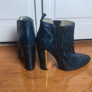 BCBGMAXAZRIA snakeskin Ankle booties. Size 37.5.